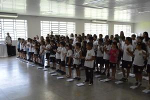 Momento Cívico do Colégio Santo Antônio com as crianças do Ensino Fundamental I